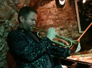 Adam Hall & The Velvet Playboys – Piec Art Acoustic Jazz Club (lipiec 2019)